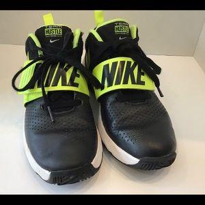 Nike Boys Size 5.5Y Team D8 Basketball Black
